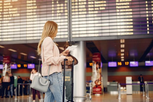 Vacanza saltata per volo anticipato: chi paga?